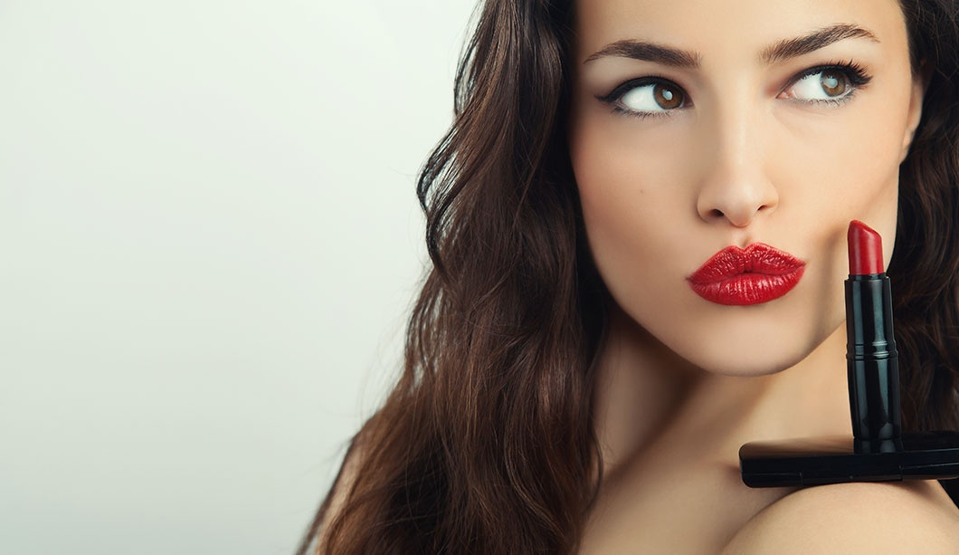 Bouche rouge maquillage femme