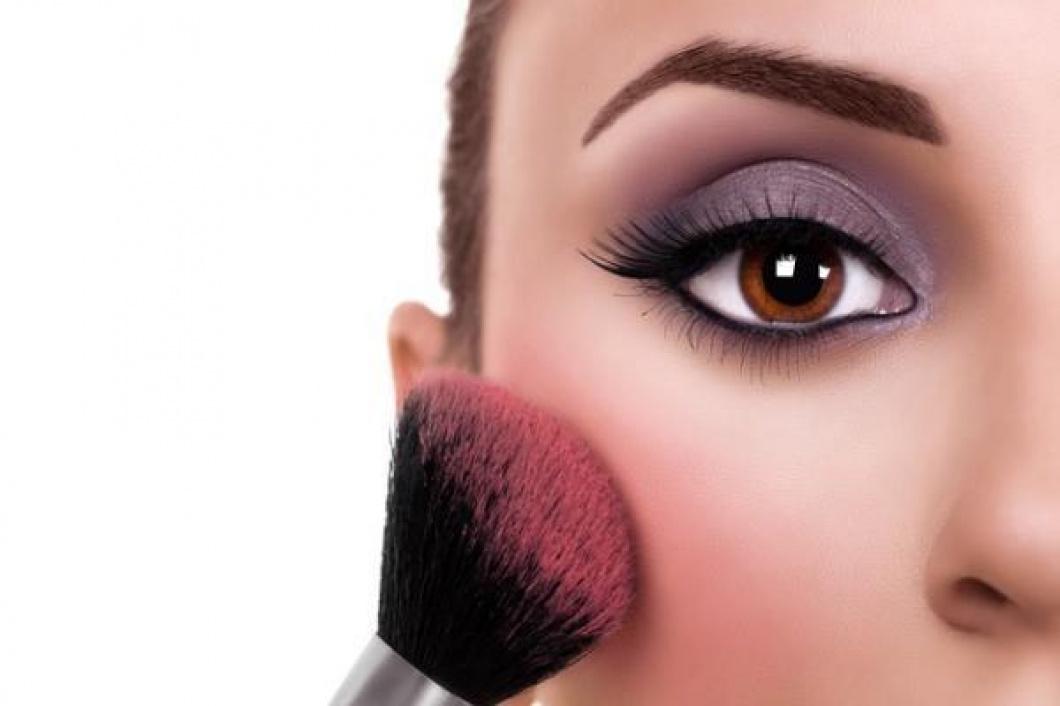 maquillage des yeux marrons par ros e de la reine. Black Bedroom Furniture Sets. Home Design Ideas